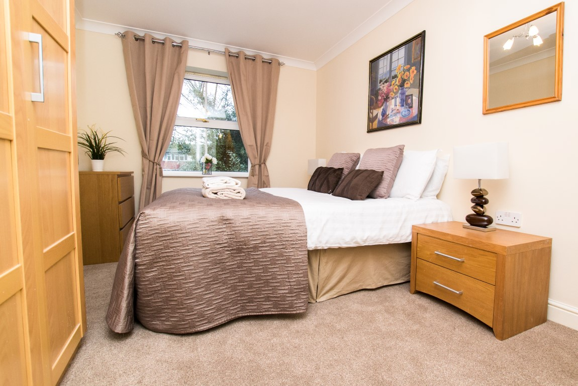 Sleep at Maple Apartments, Centre, Redhill