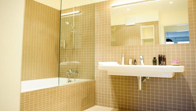Bright bathroom at Key Inn Apart-Hotel Limpertsberg