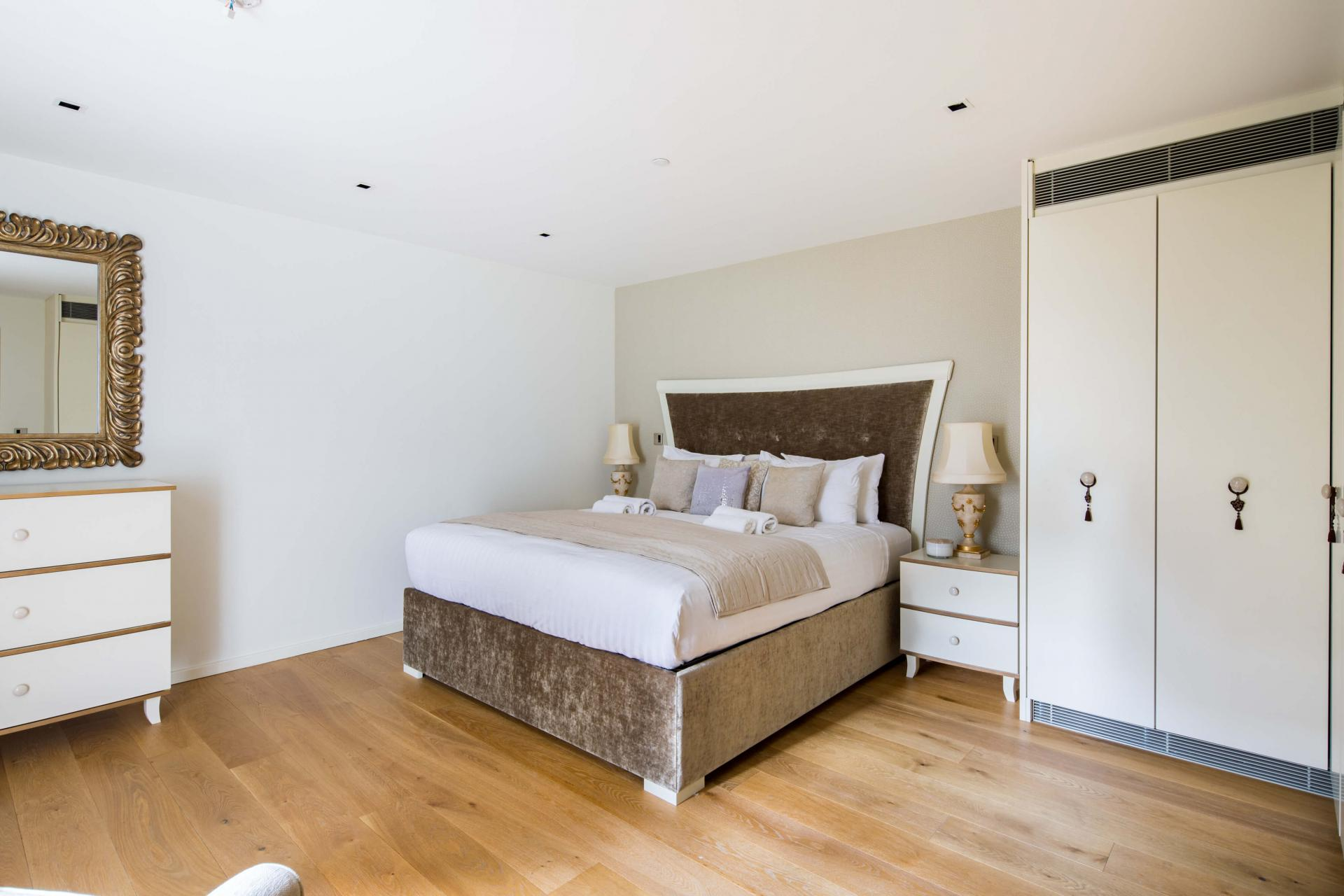 Grand bed at Meritas Court Apartments, Bayswater, London