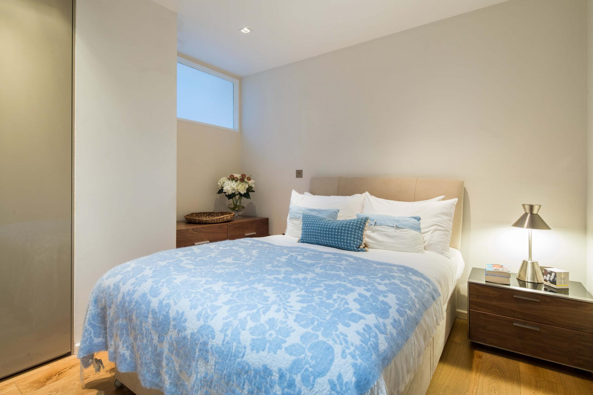 Cosy room at Meritas Court Apartments, Bayswater, London