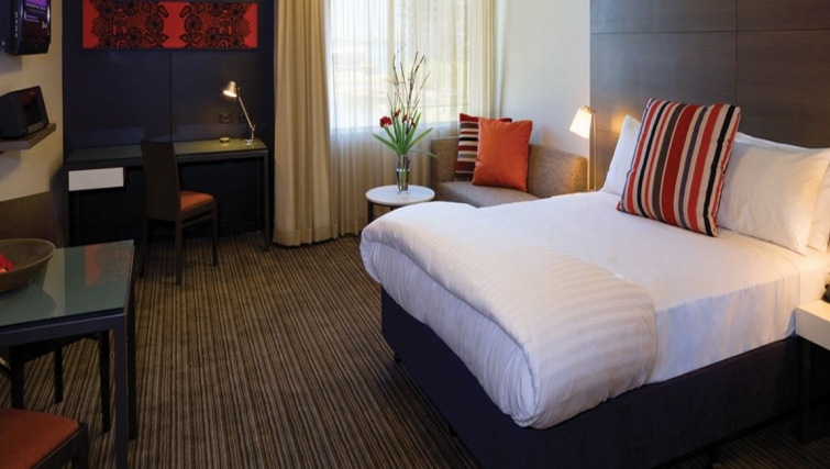 Lovely bedroom in Adina Apartment Hotel Darwin Waterfront