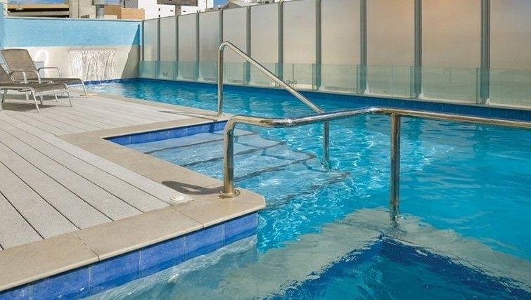 Attractive pool in Adina Apartment Hotel Perth, Barrack Plaza