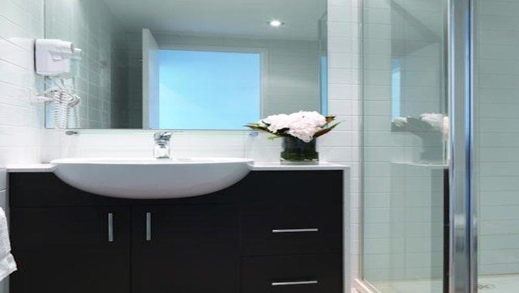 Bathroom at Adina Apartment Hotel Melbourne, Northbank