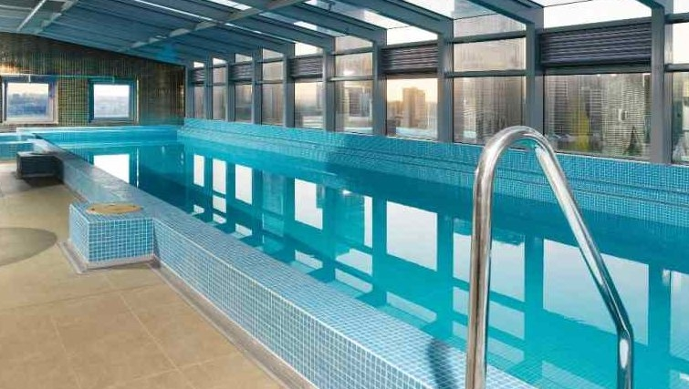 Swimming pool at Adina Apartment Hotel Melbourne, Northbank