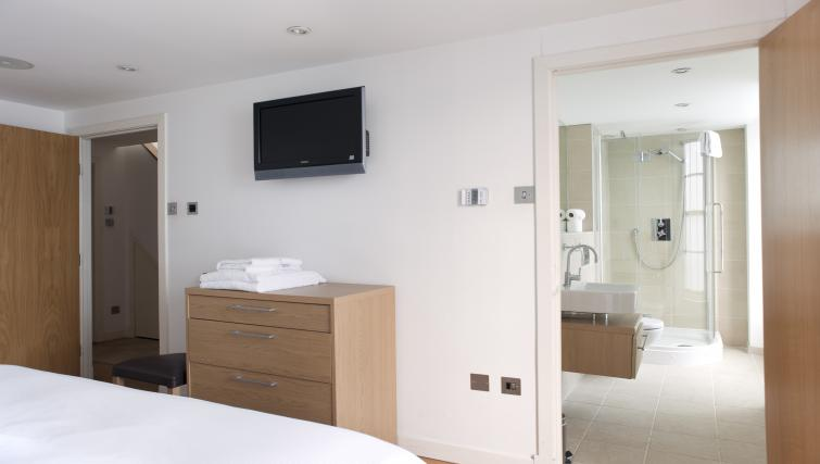 En-suite at Canning Street Apartments
