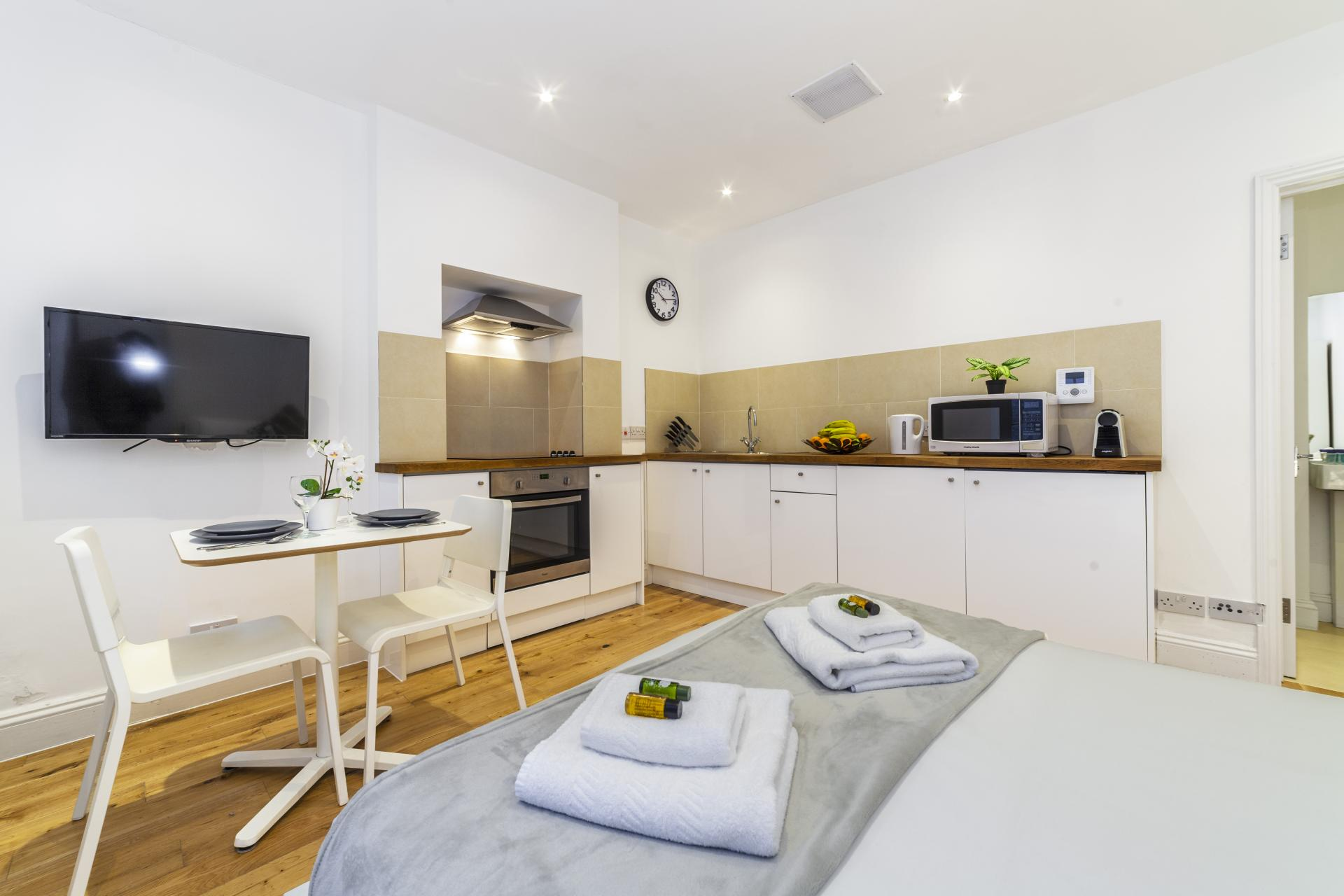Kitchen diner at Devonshire Terrace Apartments, Bayswater, London