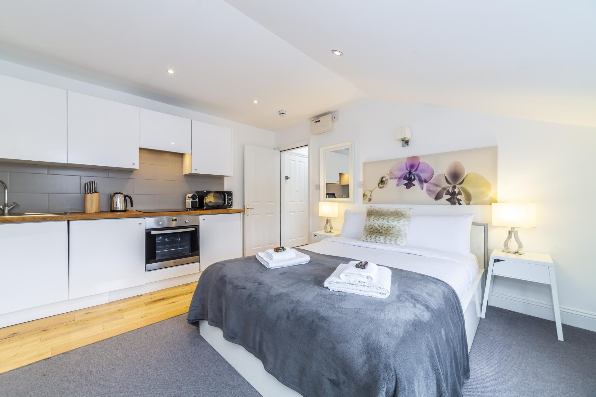 Studio at Devonshire Terrace Apartments, Bayswater, London