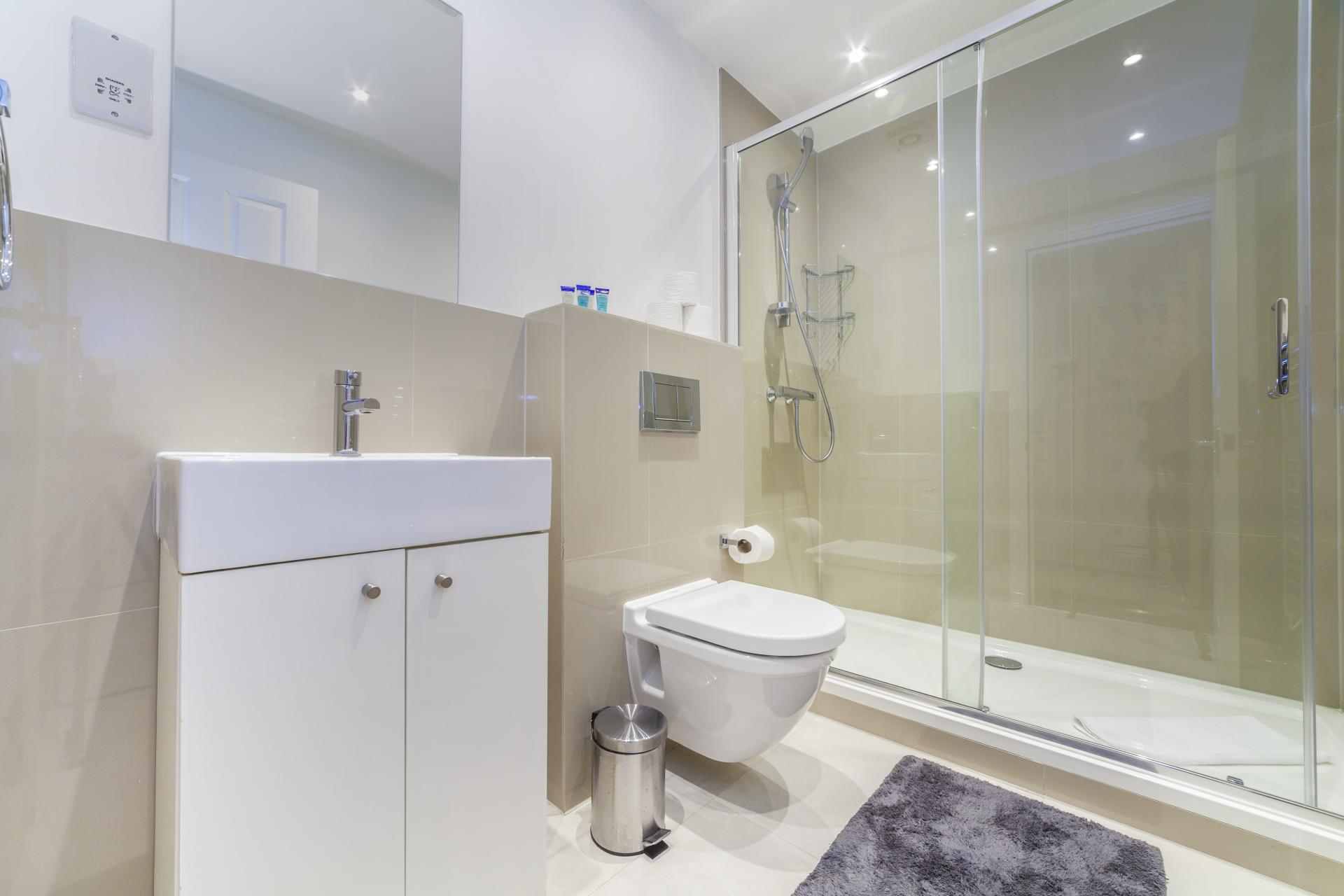 Shower at Devonshire Terrace Apartments, Bayswater, London