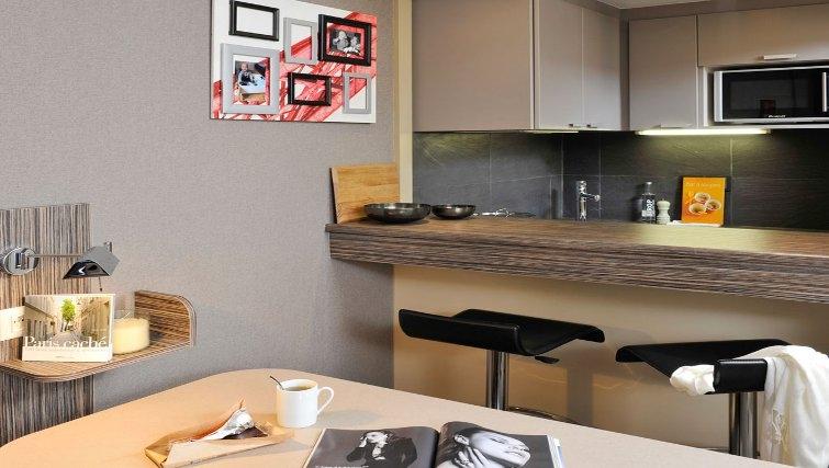 Contemporary kitchen in Adagio Paris La Defense Esplanade