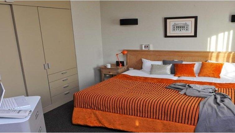 Gorgeous bedroom in Adagio Paris La Defense Esplanade