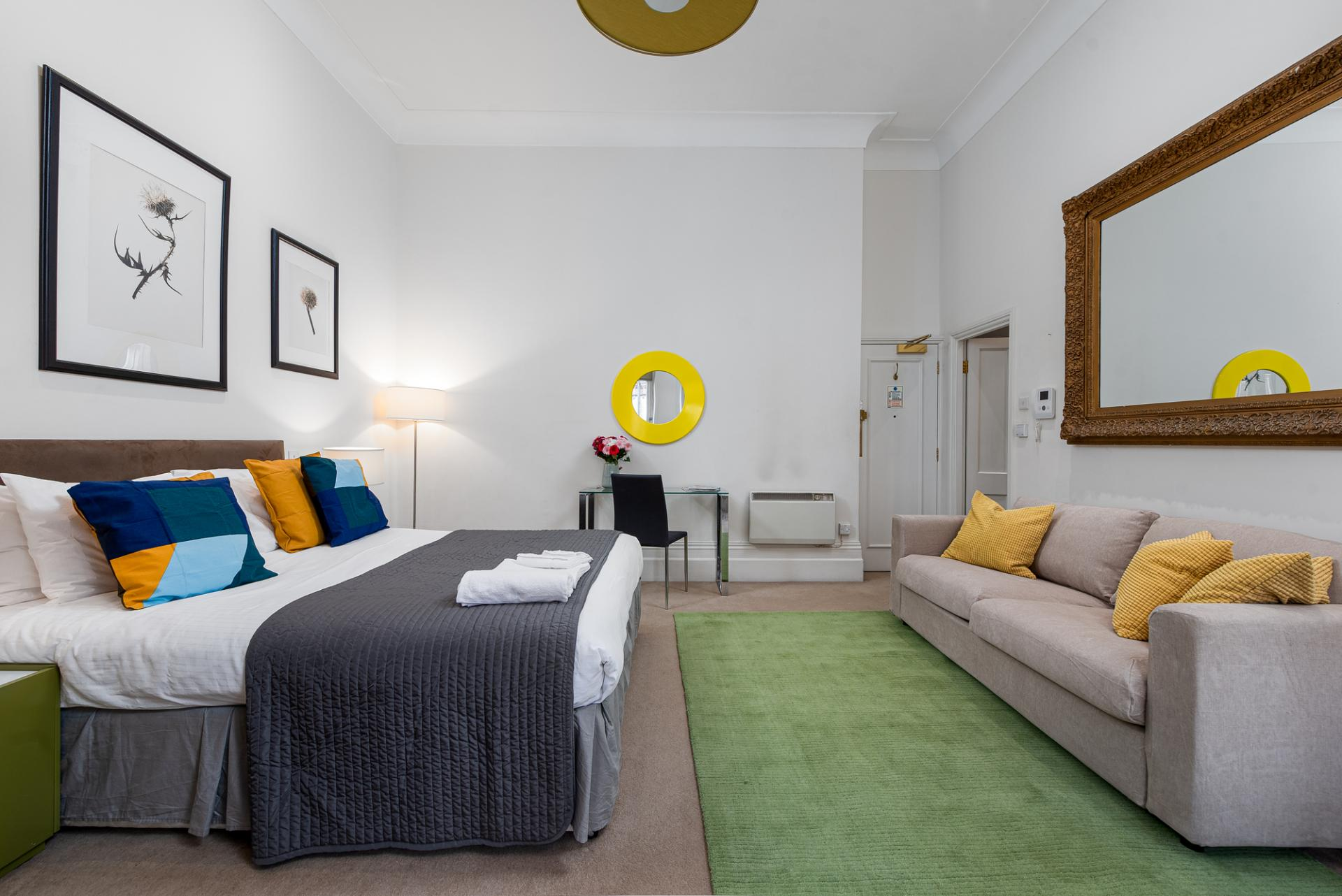 Spacious studio at Draycott Place Serviced Apartments, Chelsea, London