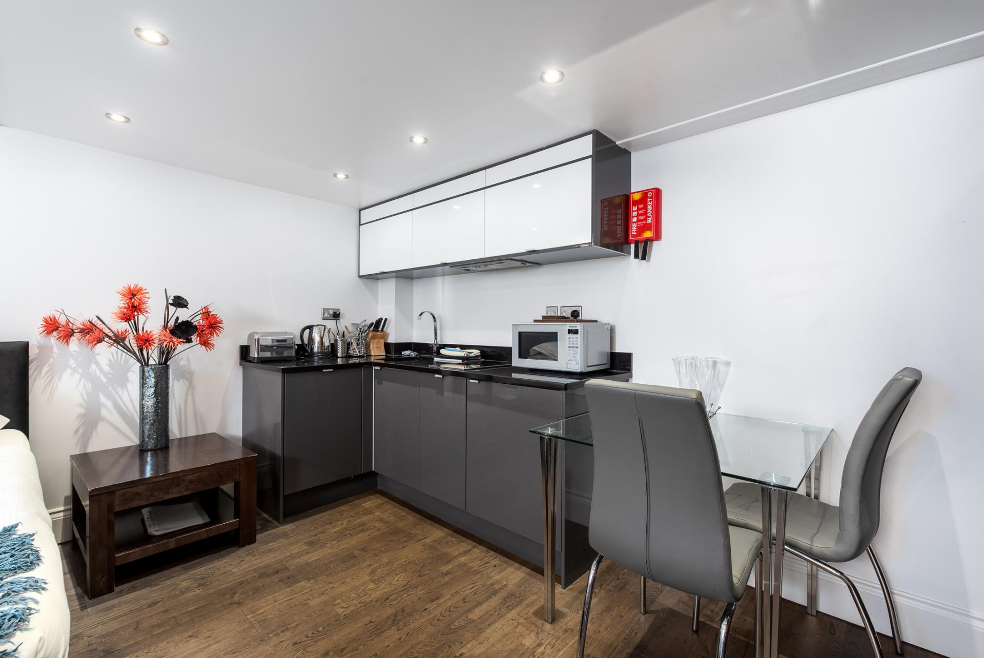 Kitchen diner at Chelsea Green Apartments, Chelsea, London