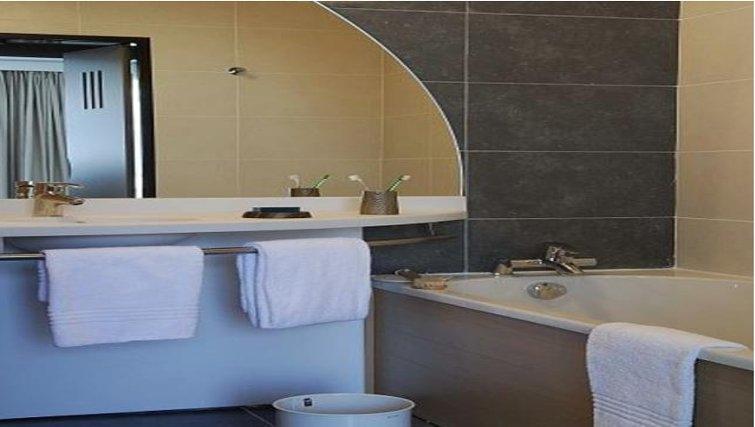 Executive bathroom in Adagio Bordeaux Gambetta