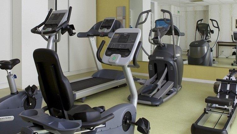 Extensive gym in Adagio Bordeaux Gambetta
