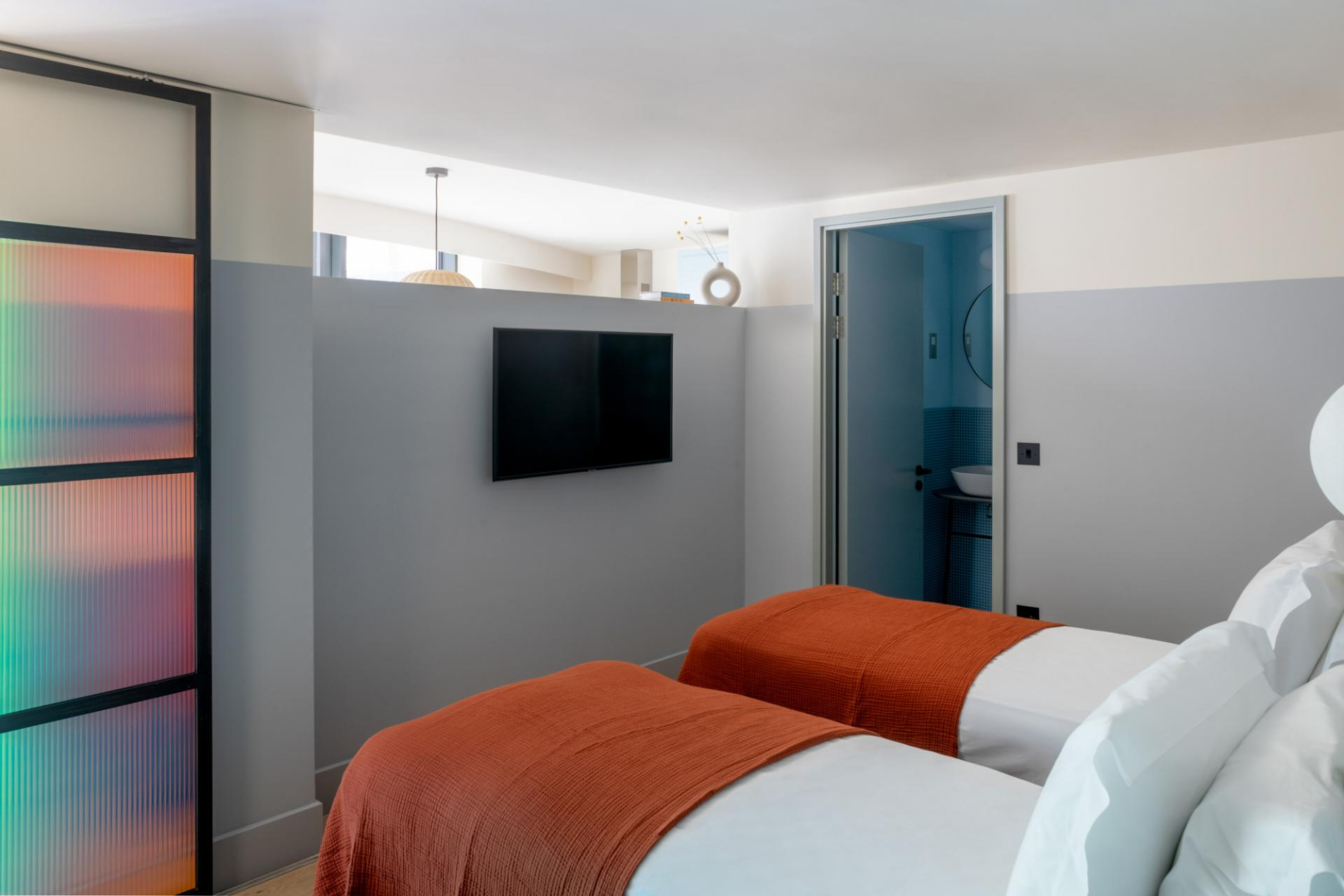 Twin beds Bermonds Locke, St Saviours Estate, London