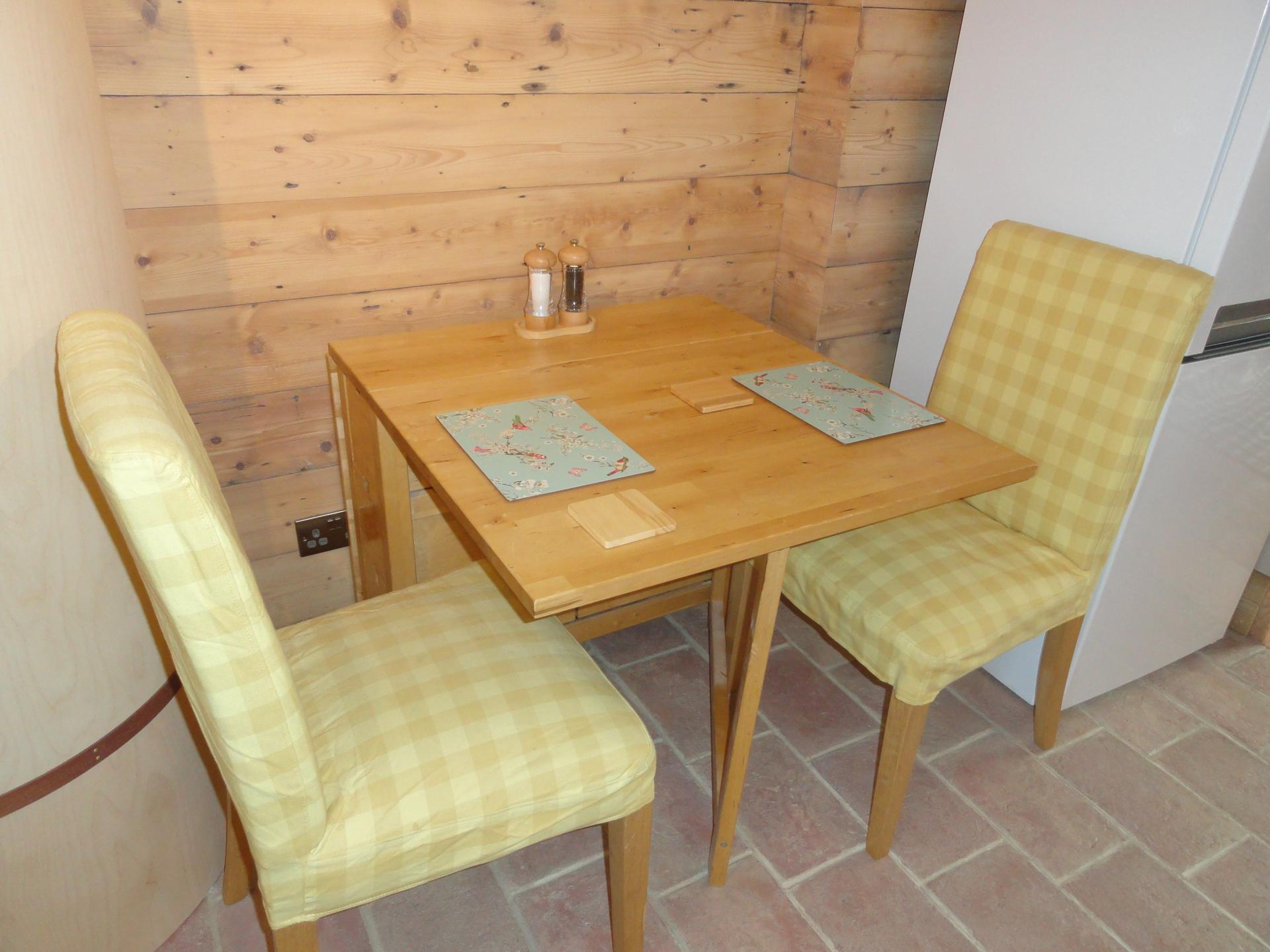 Dining area at Luckwell Apartments, Bedminster, Bristol