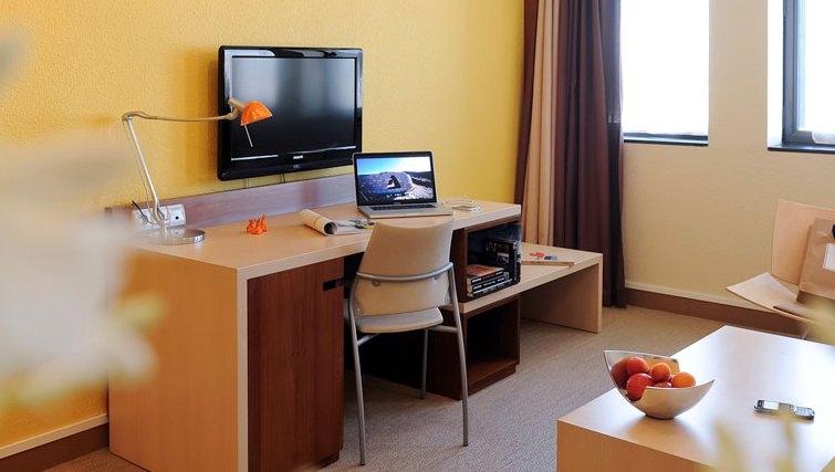 Spacious study area in Adagio Toulouse Centre Ramblas