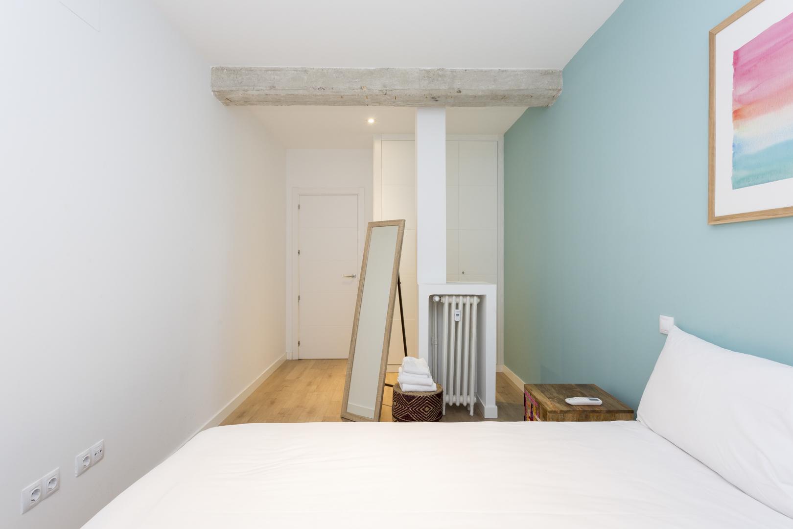 Mirror at Calle Gravina Apartment, Centre, Madrid