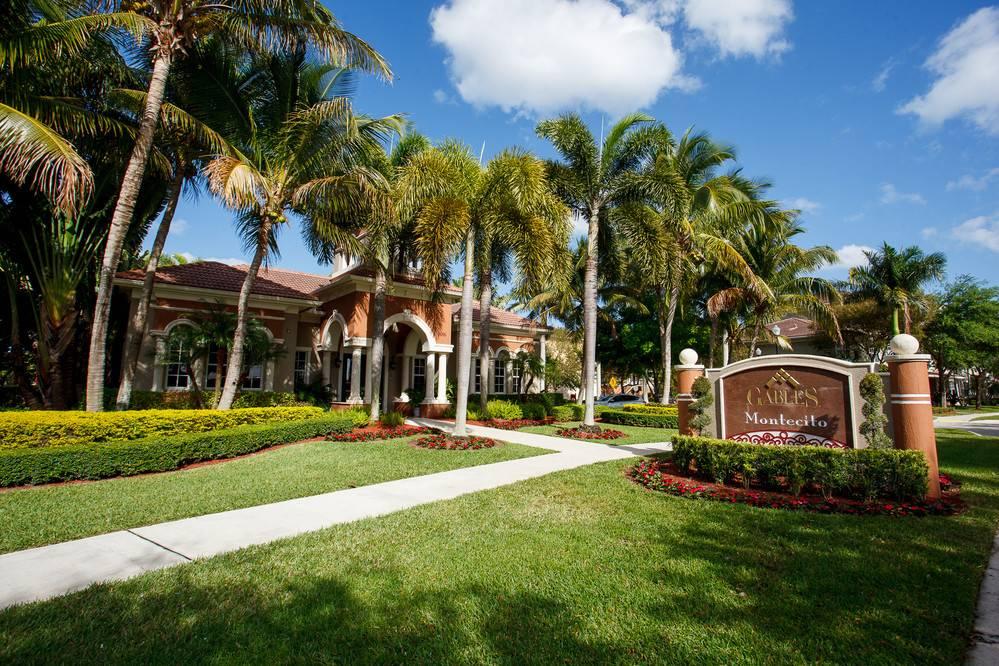Entrance to Gables Montecito, Gables Montecito, Palm Beach Gardens