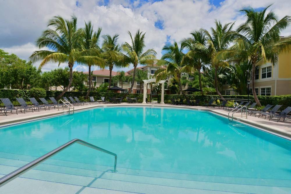Pool at Gables Montecito, Gables Montecito, Palm Beach Gardens