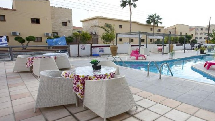Superb pool in The Palms Apartments