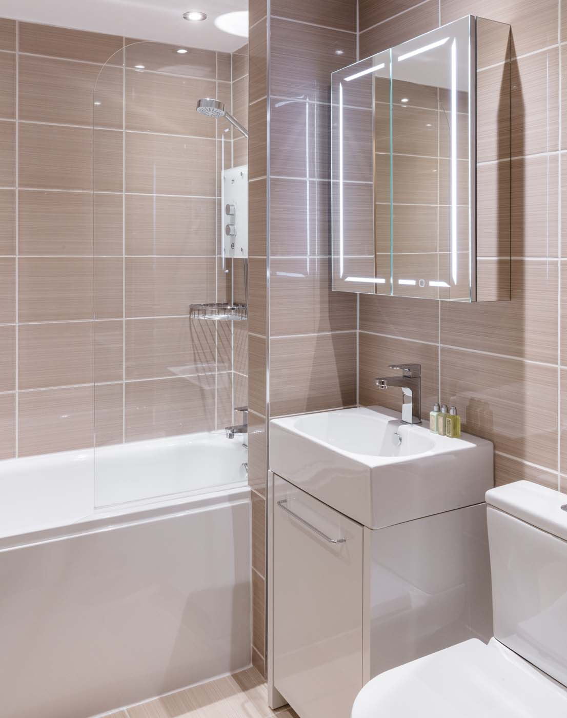 Airy Bathroom in SACO Nottingham - The Ropewalk