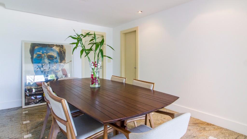 Table at Zen Tone Apartment, Praia Do Leme, Rio de Janeiro
