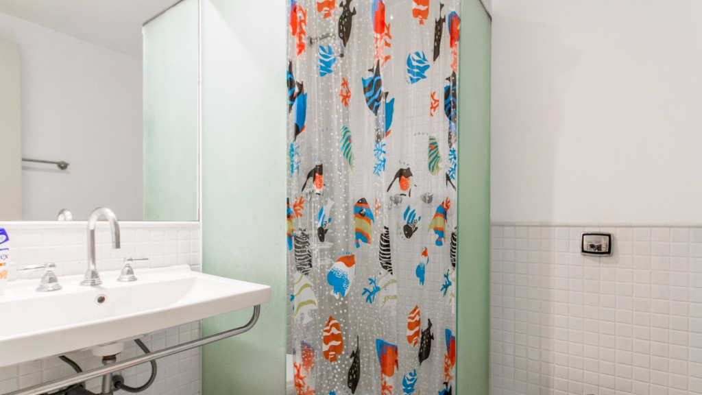 Shower at Zen Tone Apartment, Praia Do Leme, Rio de Janeiro