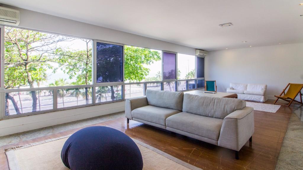 Sofa at Zen Tone Apartment, Praia Do Leme, Rio de Janeiro