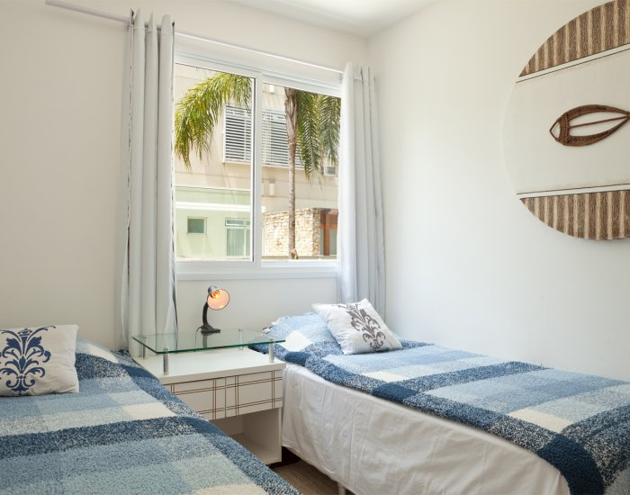 Twin beds at Paraiso Barra Apartment, Joa, Rio de Janeiro