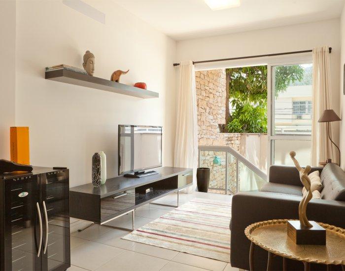 Living area at Paraiso Barra Apartment, Joa, Rio de Janeiro