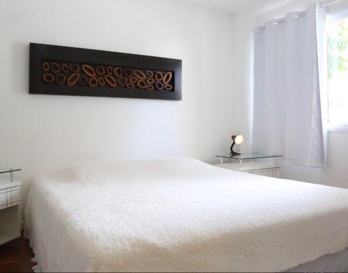 Bright bedroom at Paraiso Barra Apartment, Joa, Rio de Janeiro