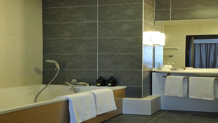 Contemporary bathroom in