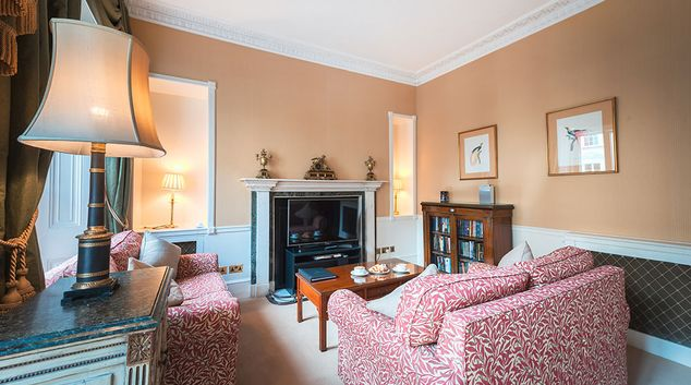 Living area at 10 Curzon Street Apartments, Mayfair, London