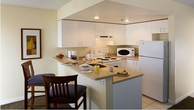 Smart kitchen in Candlewood Suites Montreal Downtown Centre Ville