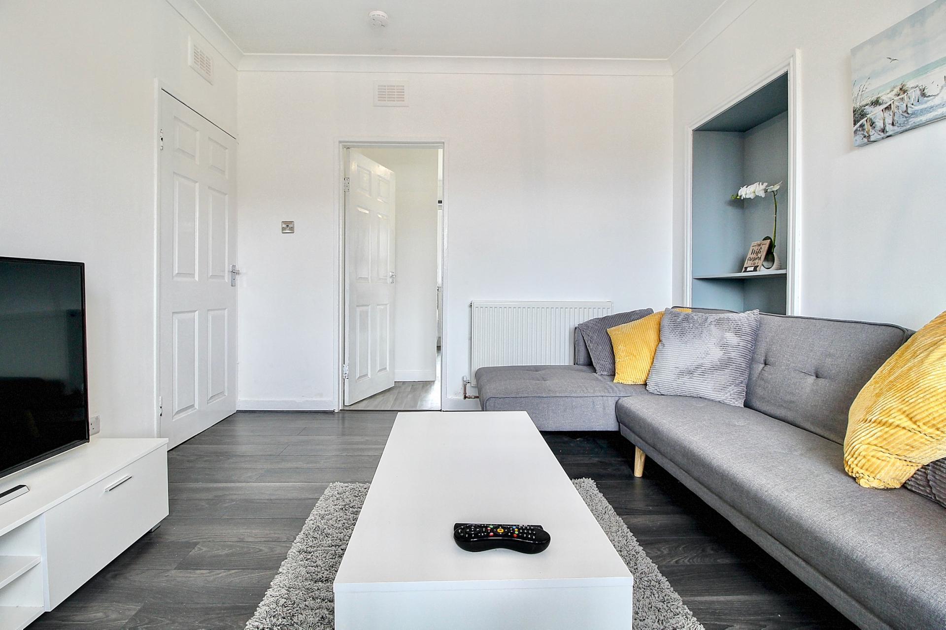Barmulloch Central Apartment, Glasgow, SilverDoor Apartments