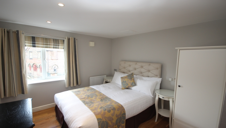 Cosy bedroom in High Quays Apartments