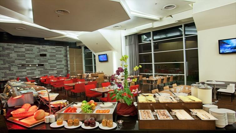 Communal restaurant at PARKROYAL Serviced Suites Kuala Lumpur