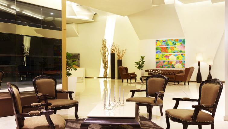 Communal lobby at PARKROYAL Serviced Suites Kuala Lumpur