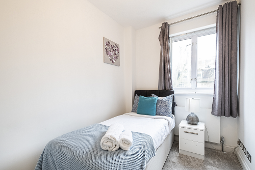 Single bed at The Porchester Gardens, Bayswater, London