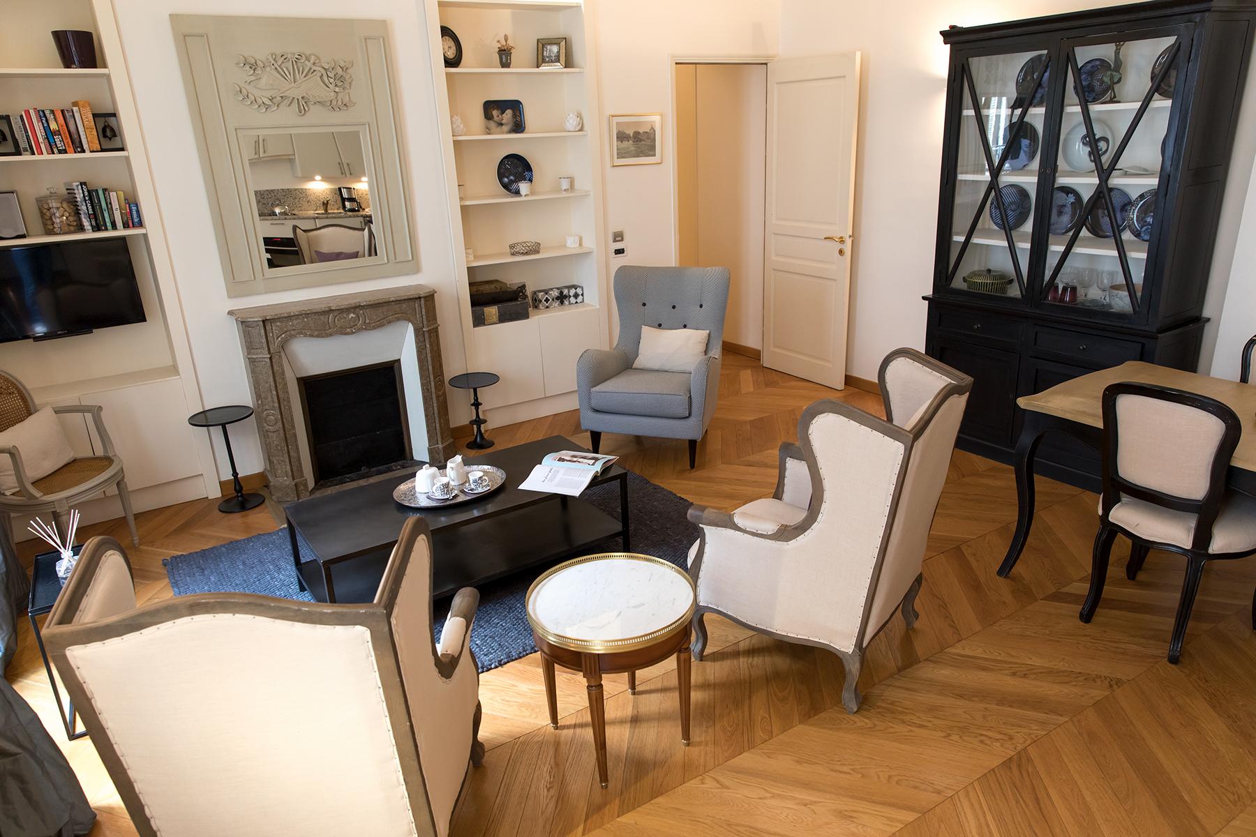 Seats at Apartment Monceau Chic, 9th Arr, Paris