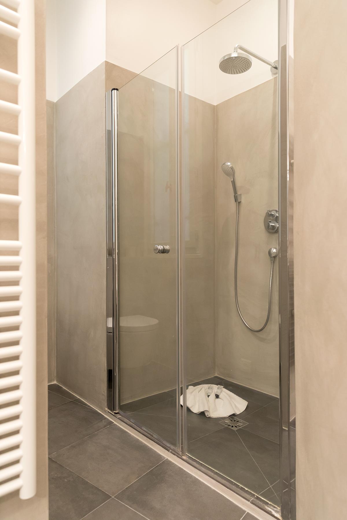 Shower at Apartment Monceau Chic, 9th Arr, Paris