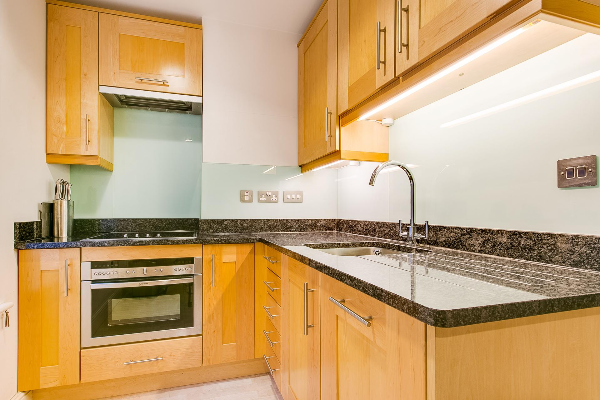 Fully equipped kitchen in 34 James Street Apartments