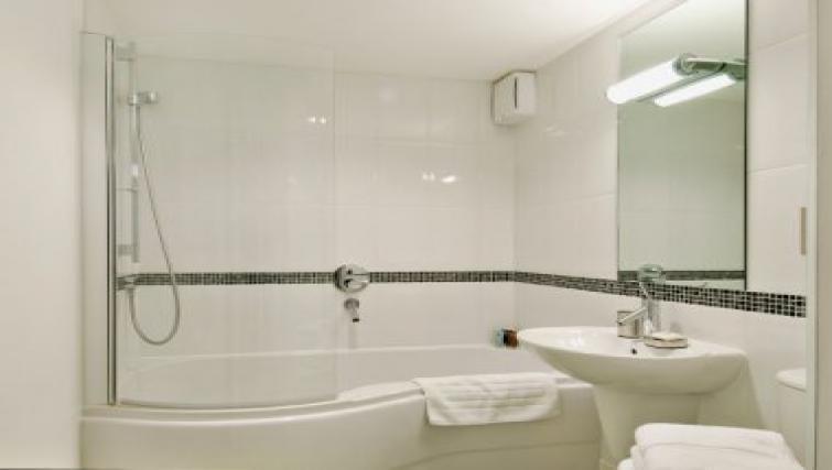 Simple bathroom in 38 James Street