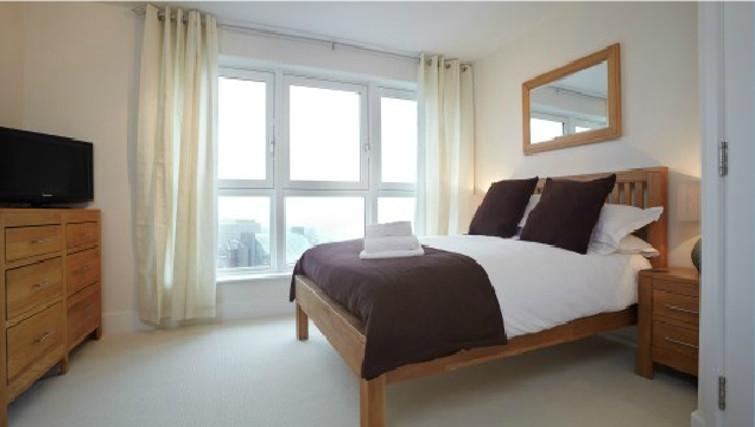 Superb bedroom in Skyline Plaza Apartments