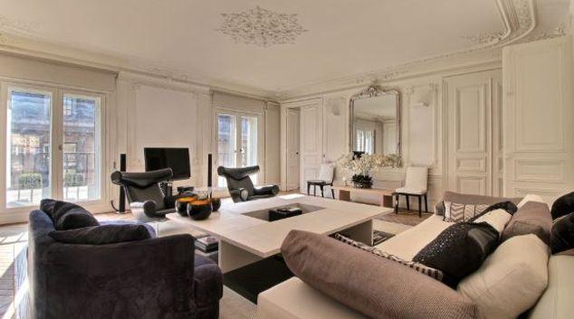 Living area at Lovely Carrousel Apartment, 1st ARR., Paris