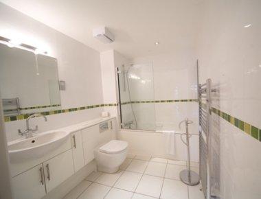 Contemporary bathroom in Central Park Apartments