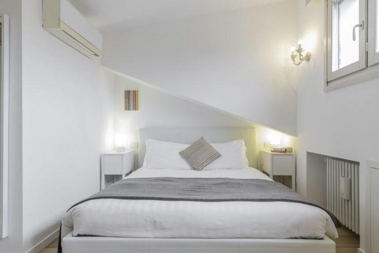 Bed at Jasmine Attic, Centre, Milan