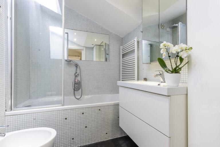 Bathroom at Jasmine Attic, Centre, Milan