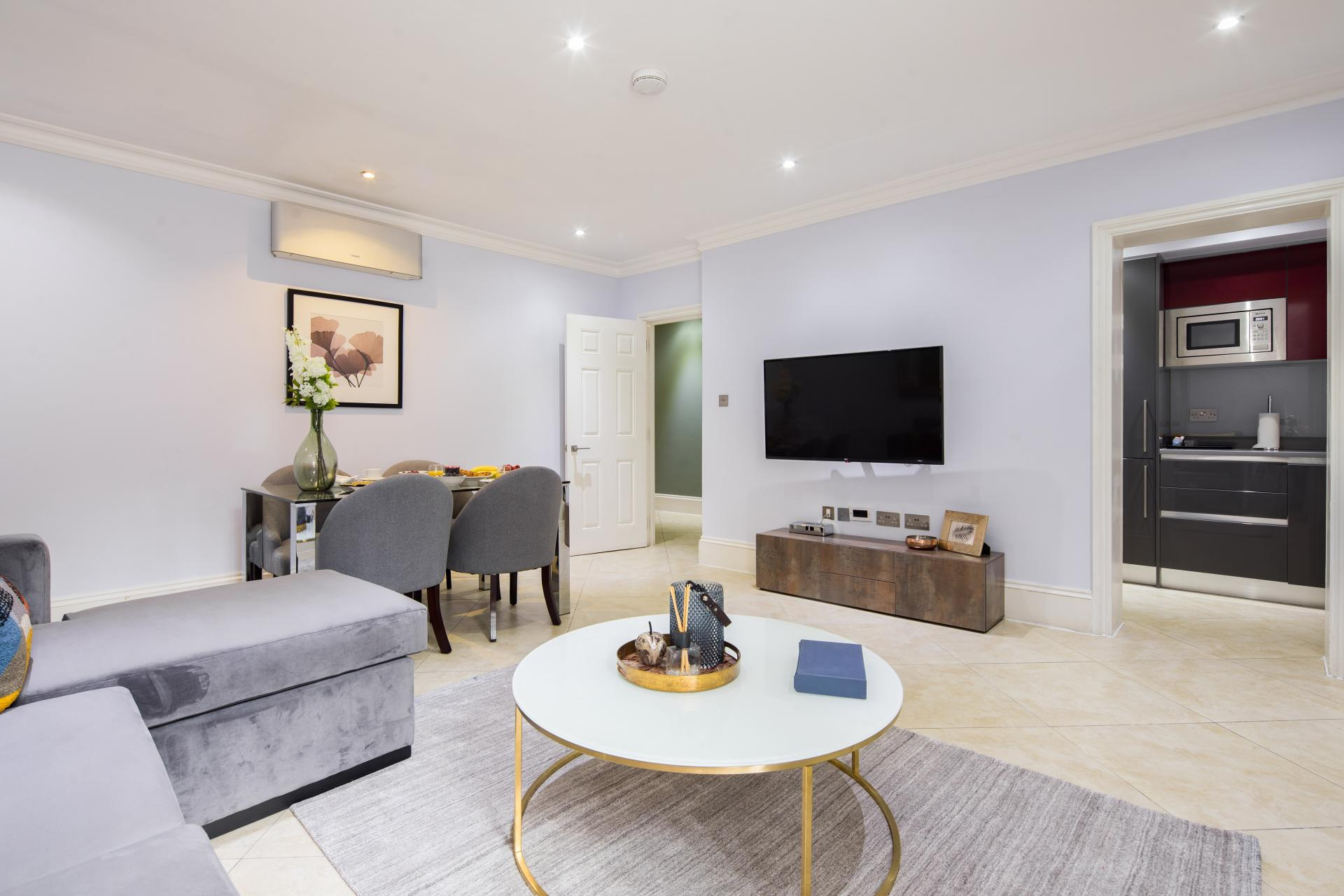 Living area at 41 Lancaster Gate Apartments, Bayswater, London